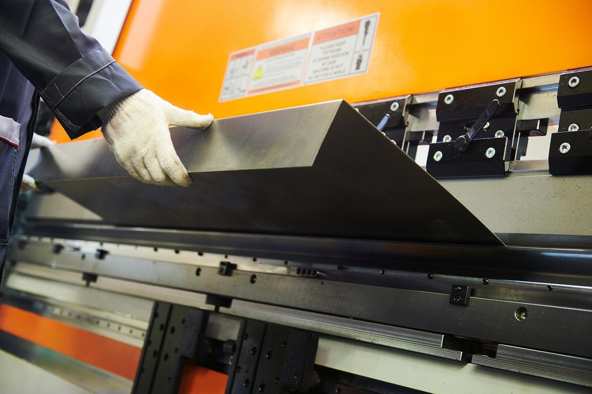 金属の特性と曲げ加工について